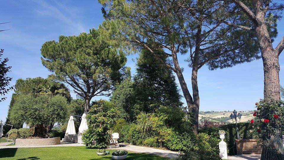 Giardino ristorante villa bianca Montegraanro
